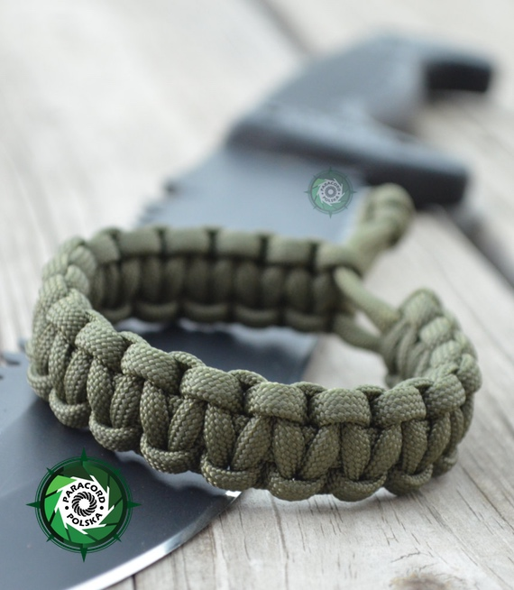 "Bransoleta survivalowa z Paracordu regulowana typ ""Mad Max"" Kolor: ""Army Green""."
