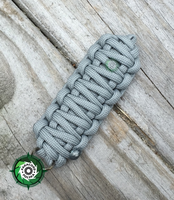 "Brelok survivalowy z Paracordu 550 o splocie ""King Cobra"", kolor ""Neutral grey"""